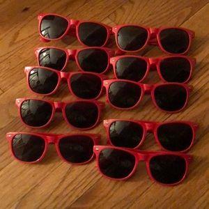 Red sunglasses (10 pairs)